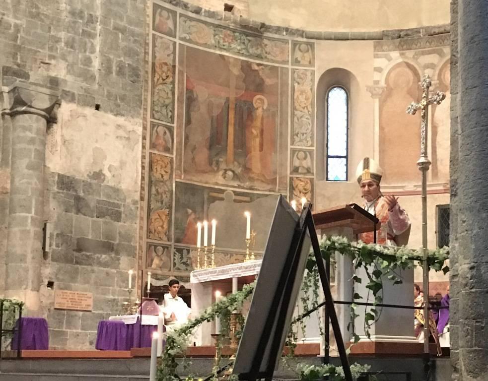 Albenga, i due vescovi aprono la porta santa