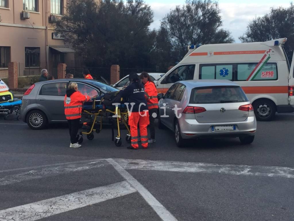 Finale, incidente sull'Aurelia davanti alla Piaggio