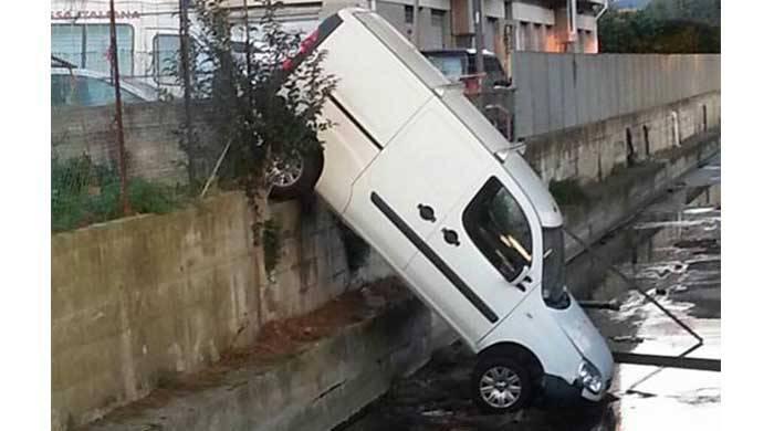 furgone caduto fiume