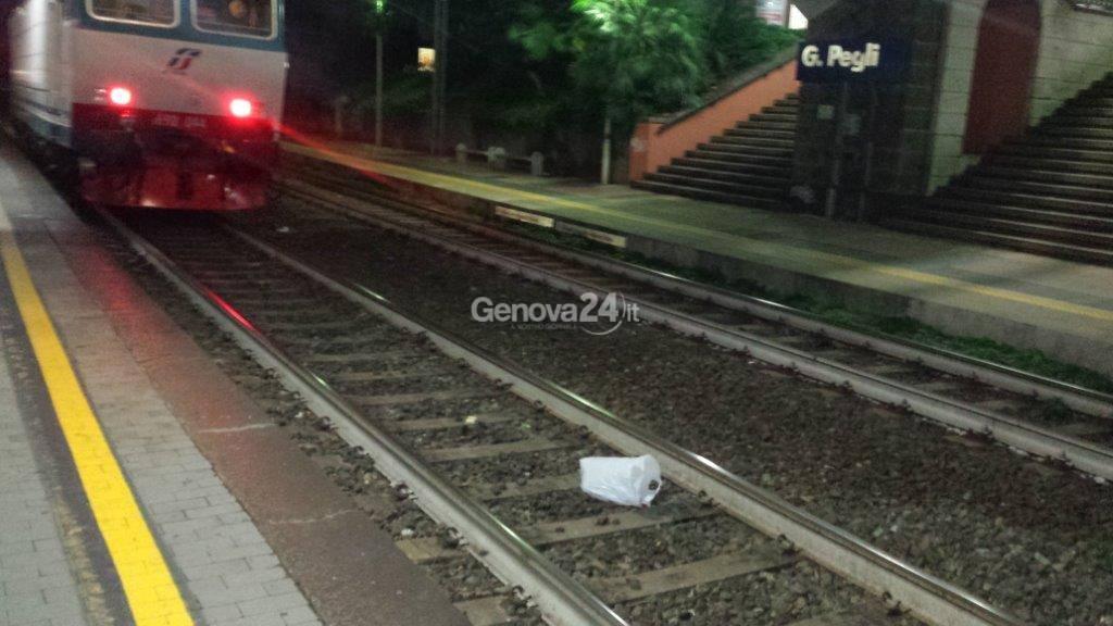 Investito da treno si salva