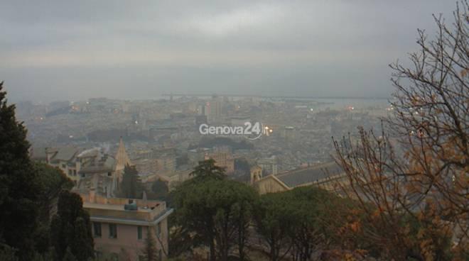 Nuvole e maccaja su Genova