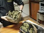 Savona, 22enne fermata con 2 chili di marijuana in valigia