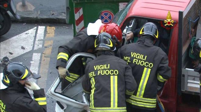 scontro frontale in via Bologna