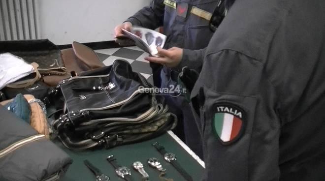 Arrestato venditore abusivo e sequestrata merce contraffatta