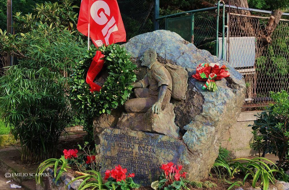 Cippo dedicato a Guido Rossa (foto di Emilio Scappini)