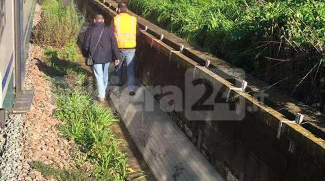 Donna investita da un treno a ponente, traffico ferroviario paralizzato