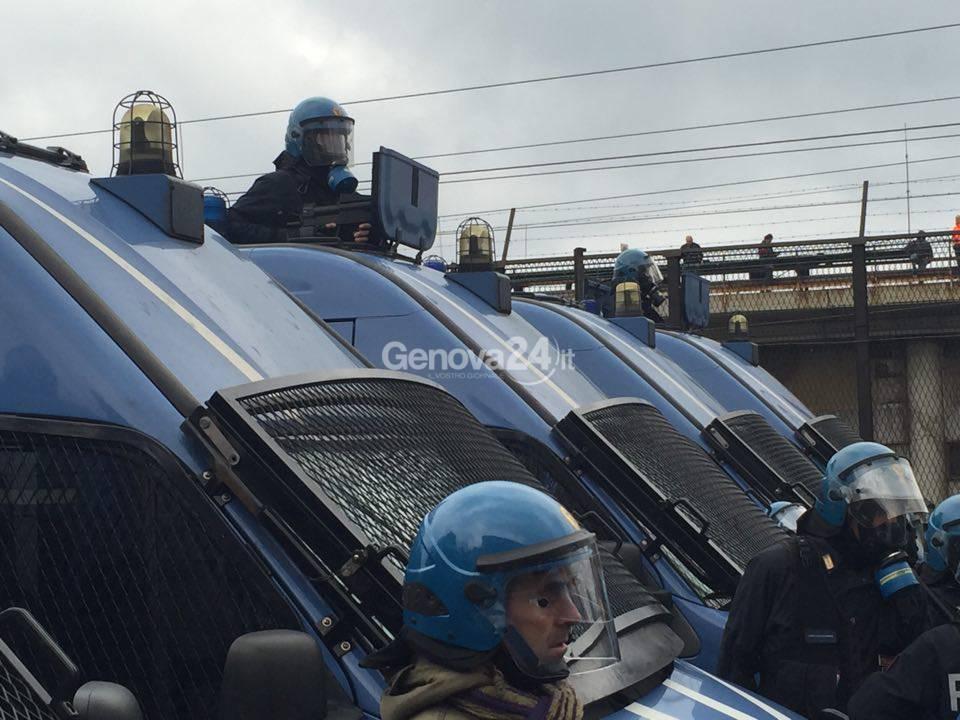 Ilva: polizia in assetto antisommossa