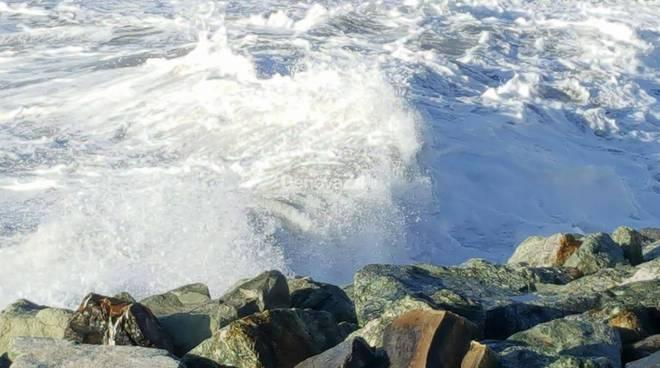 mareggiata sturla mare mosso