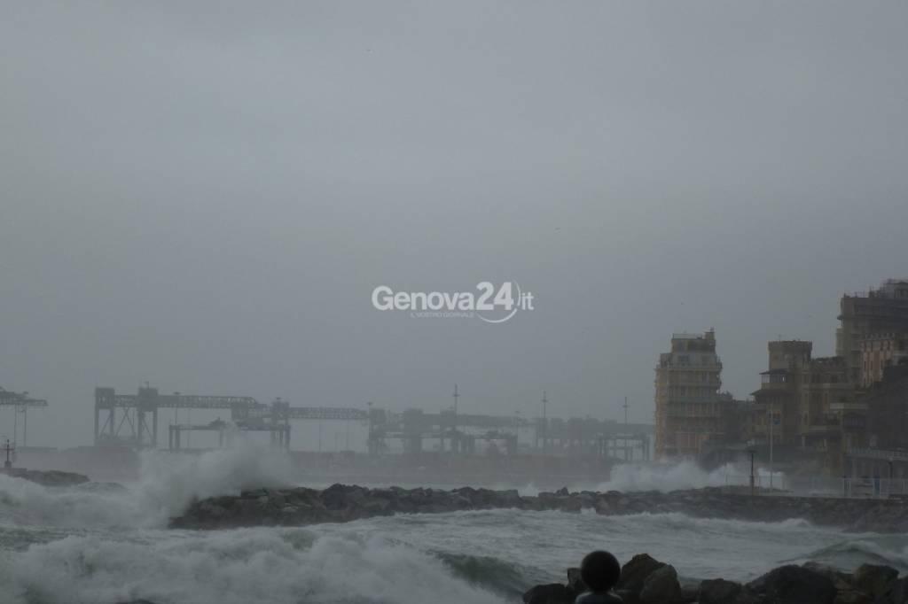 mareggiata vento mare mosso