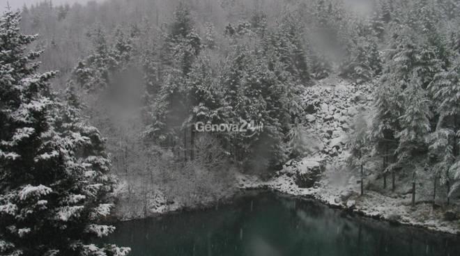 Neve in val d'Aveto e al passo del Tomarlo