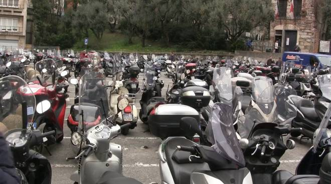Parcheggio moto piazza dante