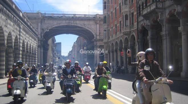 Vespisti a Genova