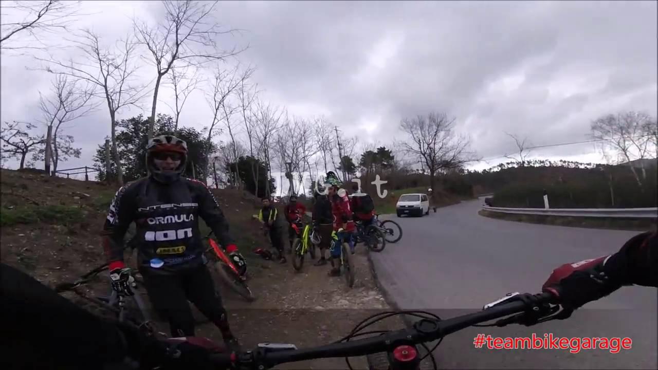 Calice, motociclisti sconfinano sui sentieri dei biker e scatta la sfida