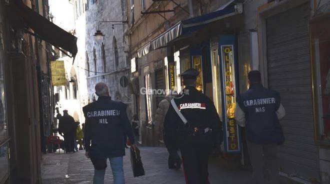 Carabinieri della Maddalena nel centro storico con Nas e Nil