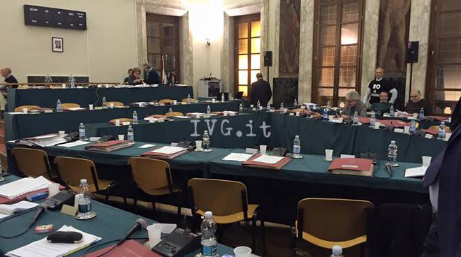 Consiglio Savona Deserto Referendum M5S