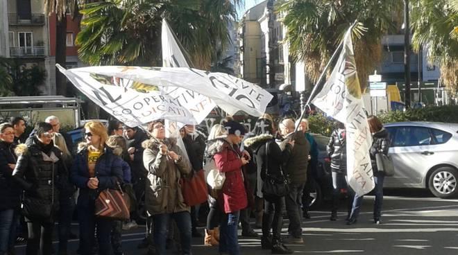 Faggio protesta presidio