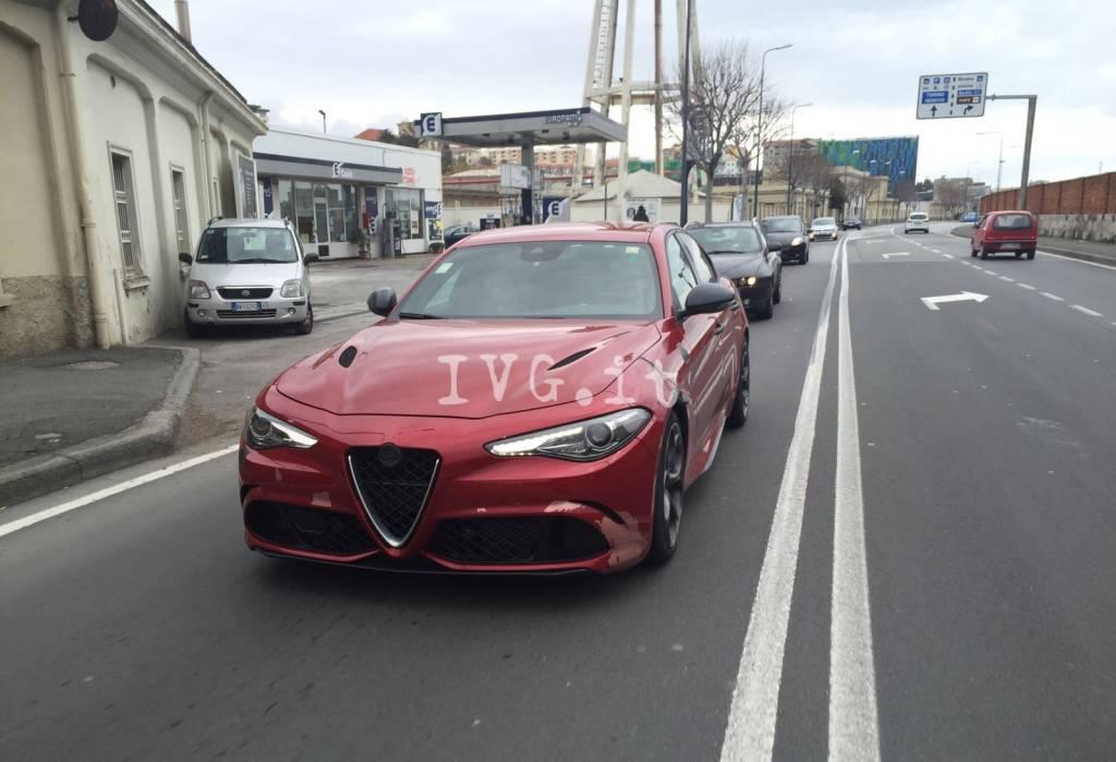 La nuova Alfa Romeo Giulia in test sulle strade di Savona