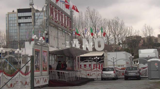 Presidio animalista davanti al circo Medrano a Savona