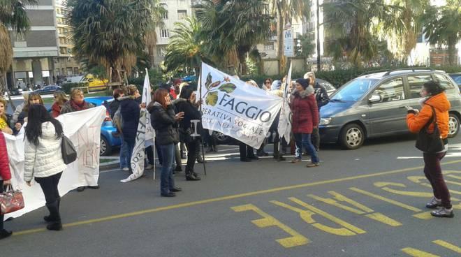 protesta faggio presidio