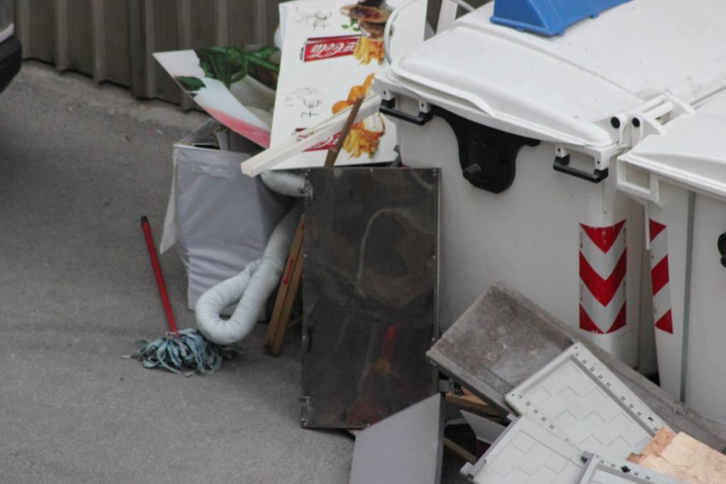 spazzatura abbandono rifiuti ingombranti