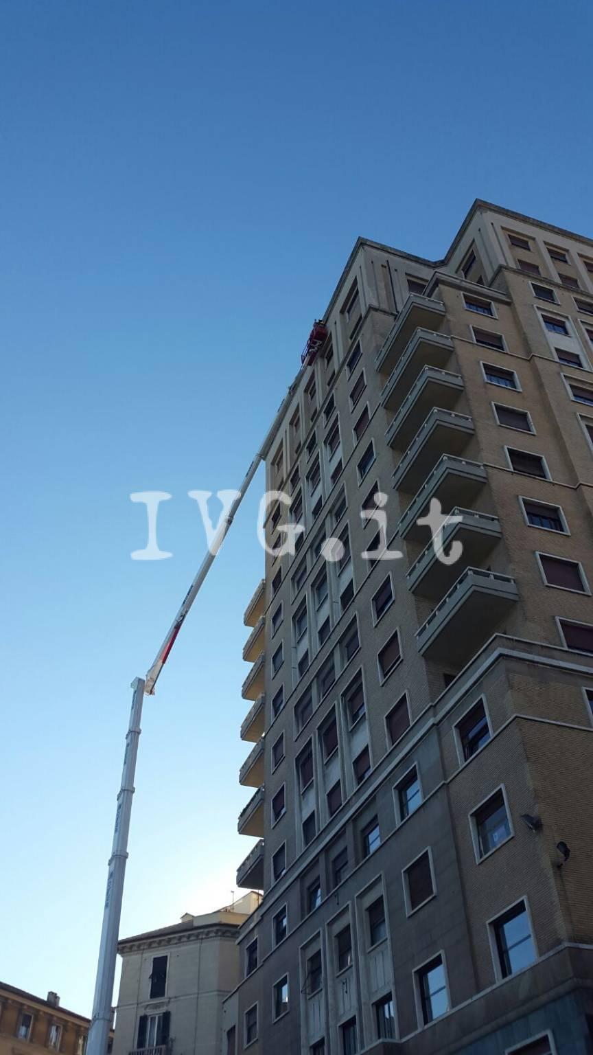 """Un """"gigante"""" da 103 metri al lavoro a Savona"""