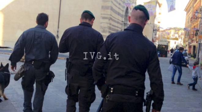 Albenga, controlli incrociati di guardia di finanza e polizia municipale