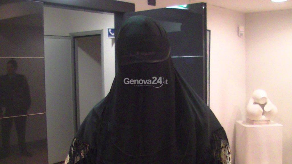 Con Burqa in consiglio Regionale