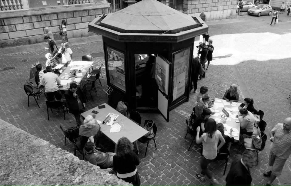 Edicolibro in piazza della Meridiana (Foto da Officina Letteraria)