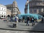 Mercatino abusivo in piazza De Ferrari