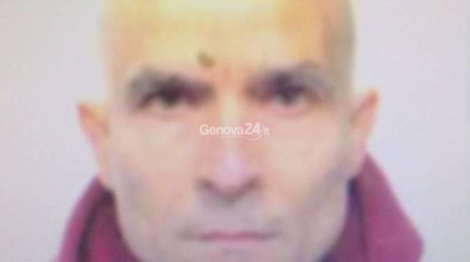 Omicidio a Sestri ponente: uccide la moglie con 5 colpi di pistola perché vuole lasciarlo