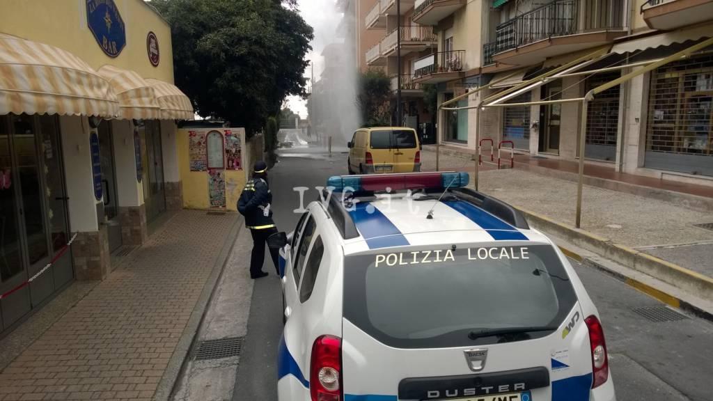 "Pietra, guasto all'acquedotto crea un ""geyser"" in via Torino"