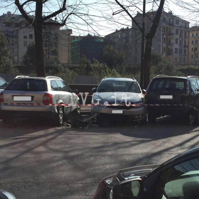"""Savona, """"strike"""" contro sei auto parcheggiate"""