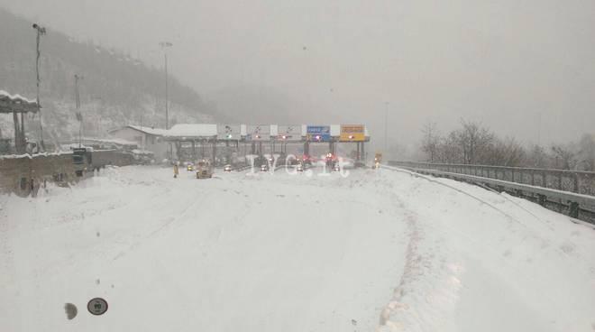 Valbormida, viabilità nel caos per la neve
