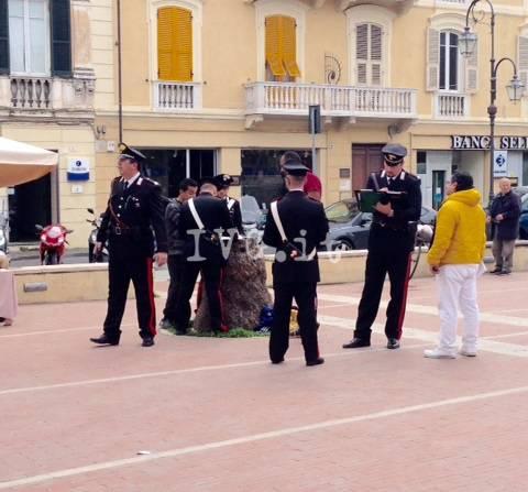 Albenga, nuovo pattuglione dei carabinieri in piazza del Popolo