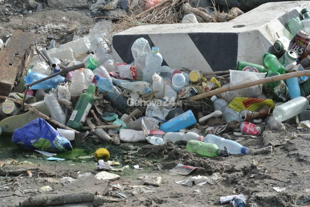 Degrado e sporcizia  in Piazzale kennedy spettacolo indecoroso a chi si reca alla Fiera Primavera