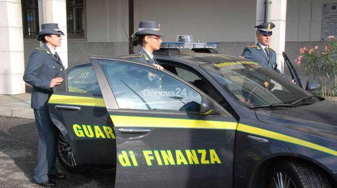 Porto di Genova/Fermato 64enne: nascondeva 120 mila Euro negli stivali