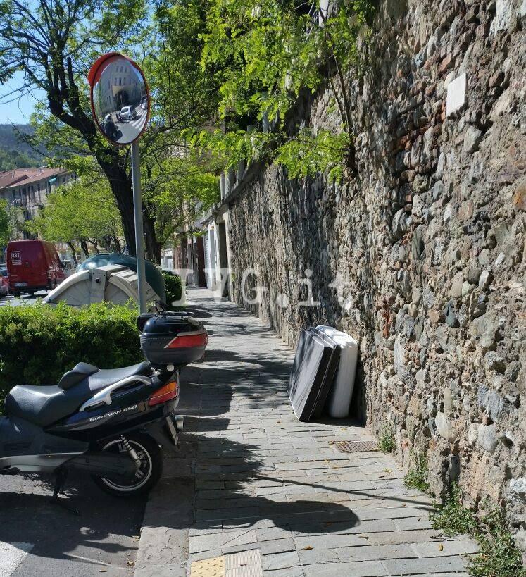 """Il """"cimitero degli ingombranti"""" di Villapiana a Savona"""
