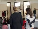 Il maestro Cornelio Teisan nella scuola San Teodoro