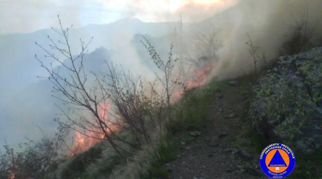 incendio volontari protezione civile