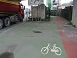 Pista ciclabile abbandonata a Genova Bolzaneto che costeggia il Mercato Ortofrutticolo all'ingrosso