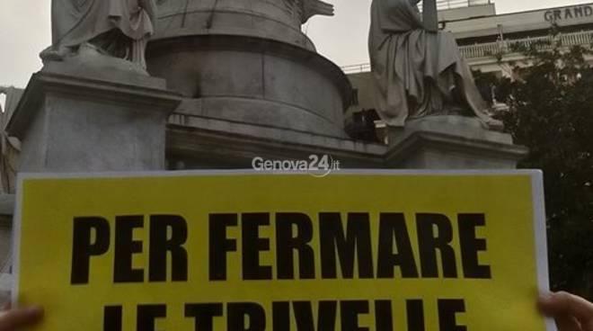 Referendum trivelle, greenpeace al Monumento di Colombo