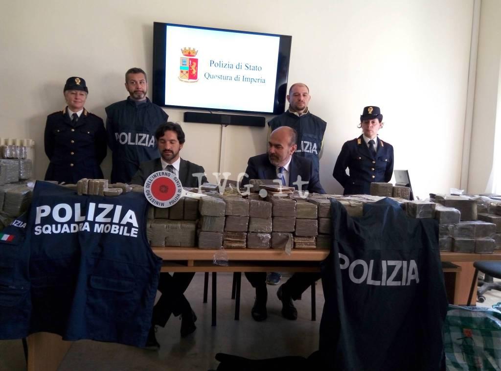 Sequestrati 368 chilogrammi di hashish su un Tir inseguito da Ventimiglia a Savona