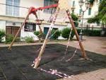 atto vandalico giochi bambini