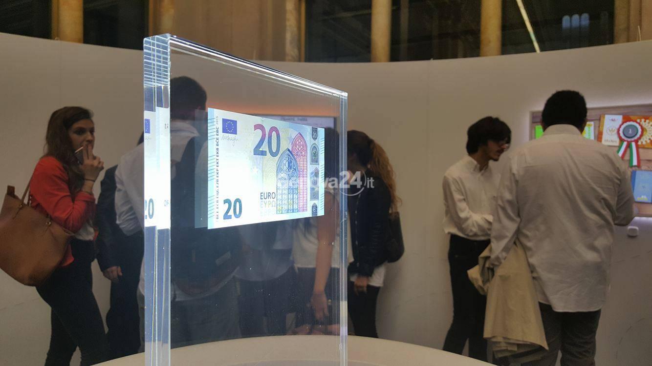 banconota da 20 euro mostra