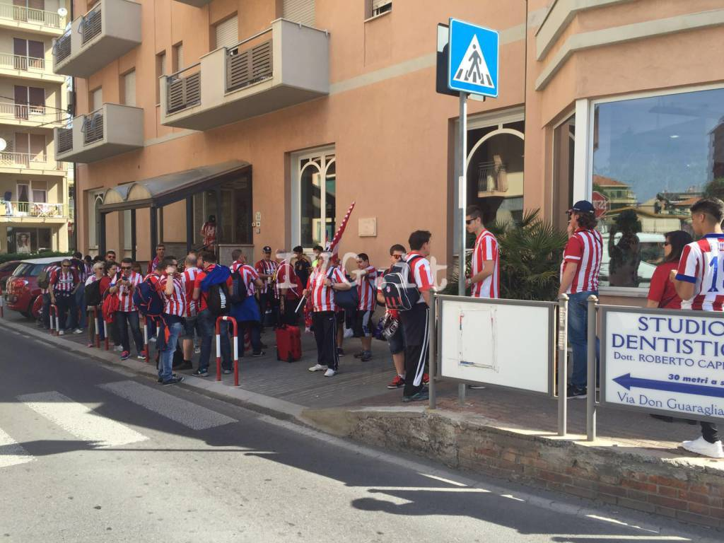 Champions League, la festa dei tifosi madrileni in transito in Riviera