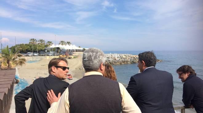 Erosione spiagge savonesi: il sopralluogo di Toti e Scajola