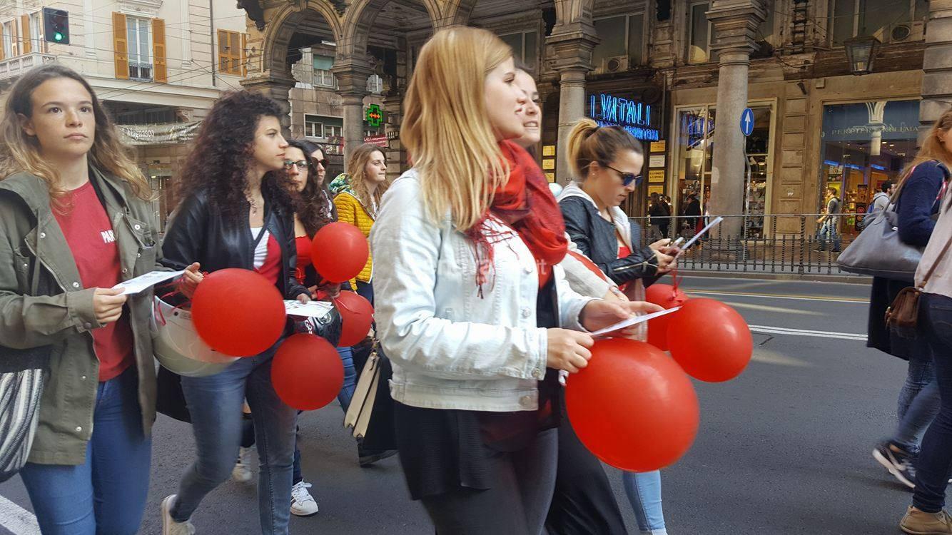 Il corteo delle ostetriche a Genova