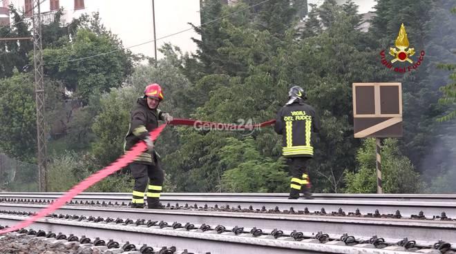 Incendio a San Quirico, vigili del fuoco al lavoro