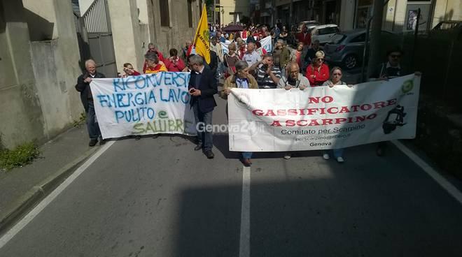 Iplom: protesta dei cittadini a Fegino