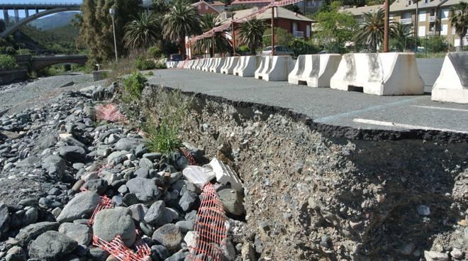 Le sponde del torrente Arresta ancora come dopo l'alluvione del 2010